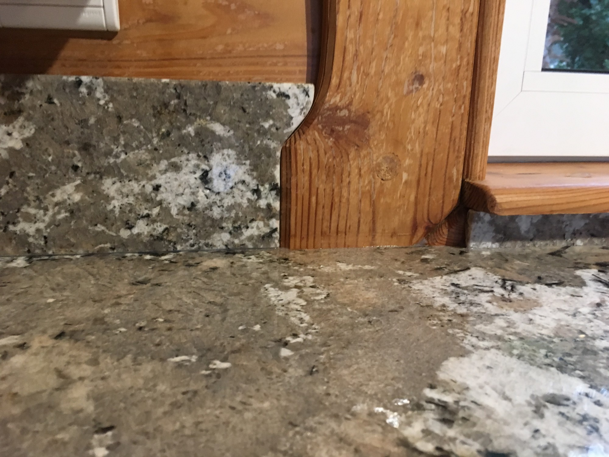 plan de travail en granit bianco antico bordeaux