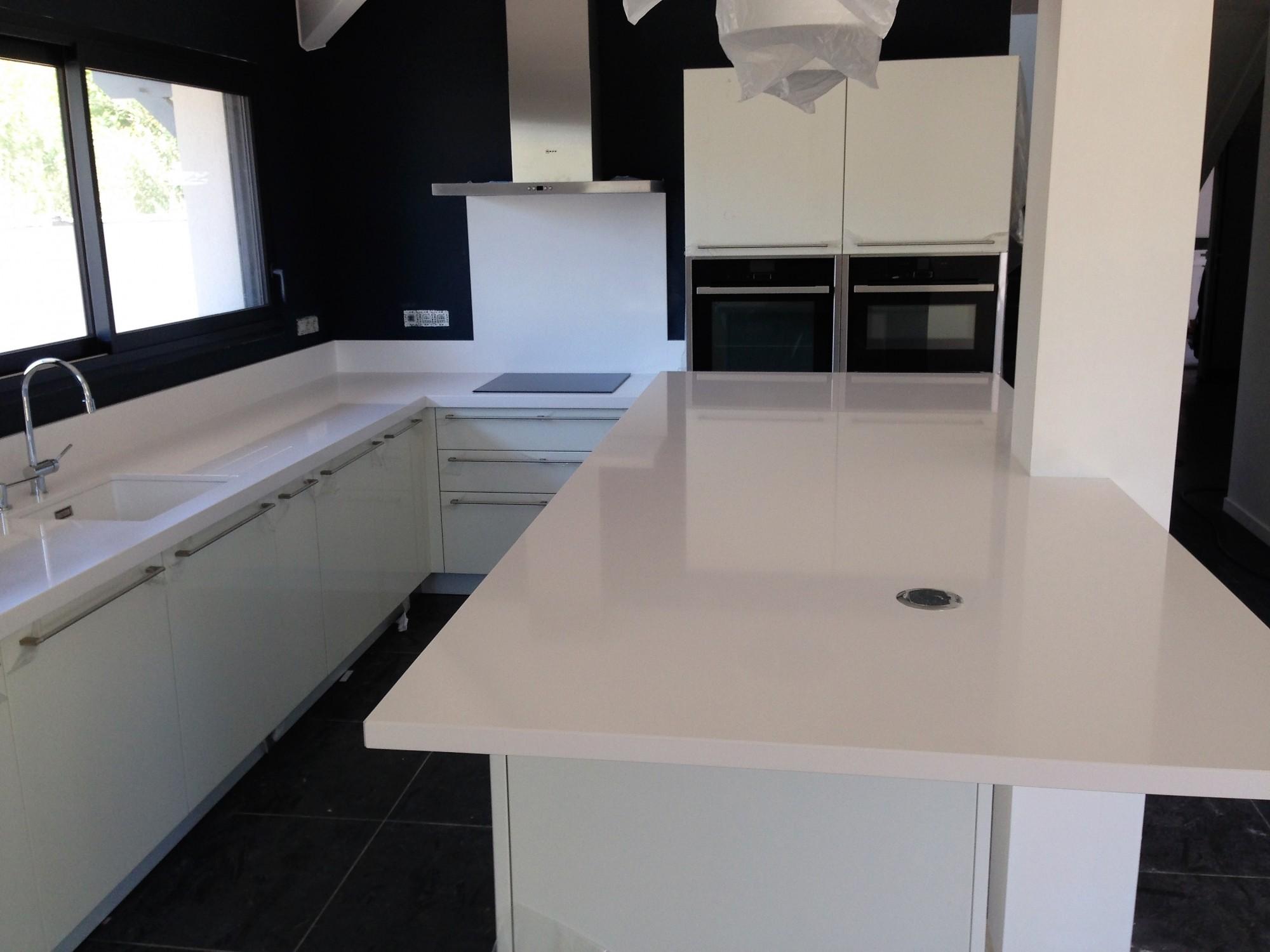 rénover sa cuisine avec un plan de travail en quartz 33