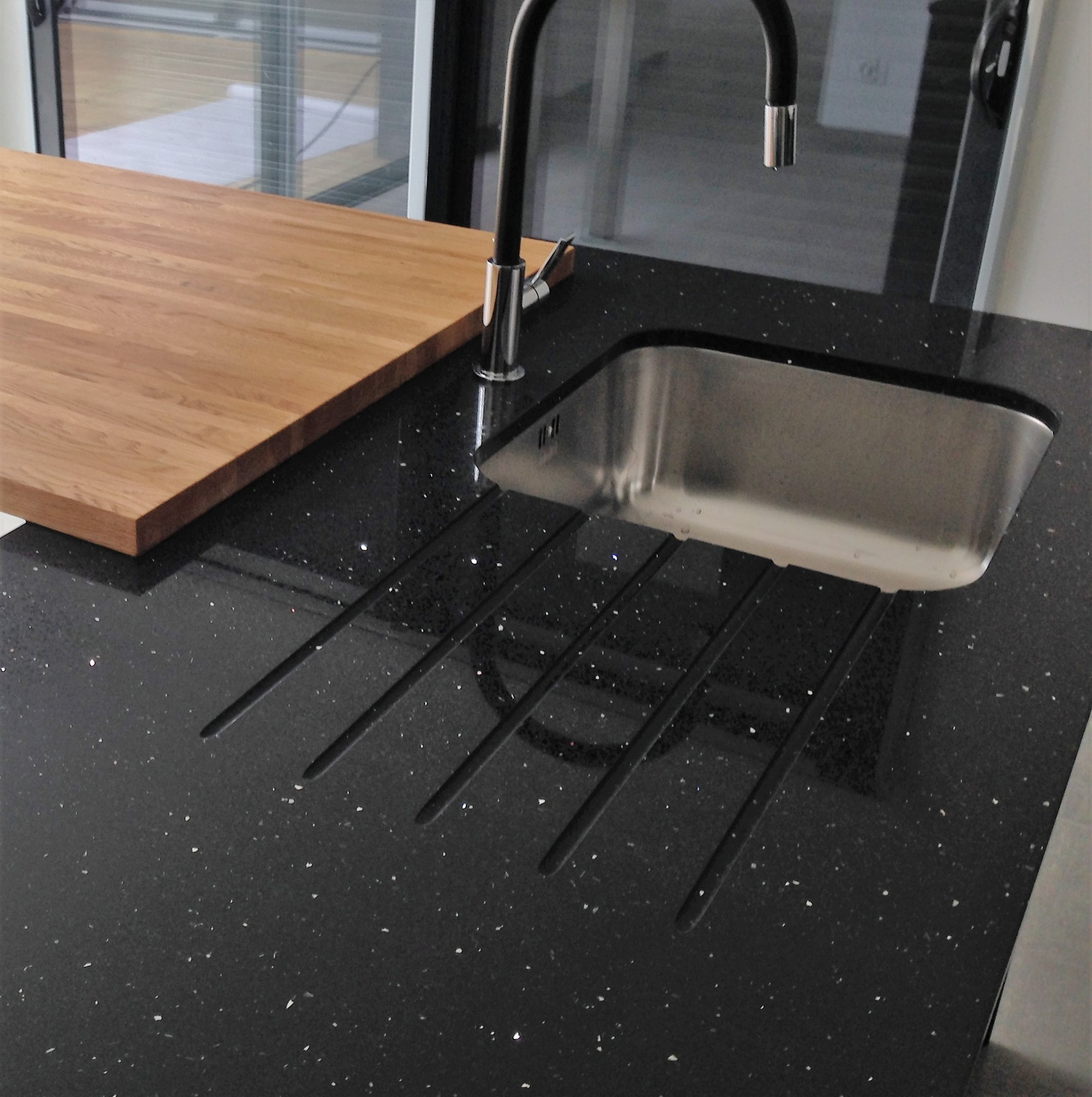 Quartz negro stellar nos realisations bordeaux hm deco for Plan de travail 4m