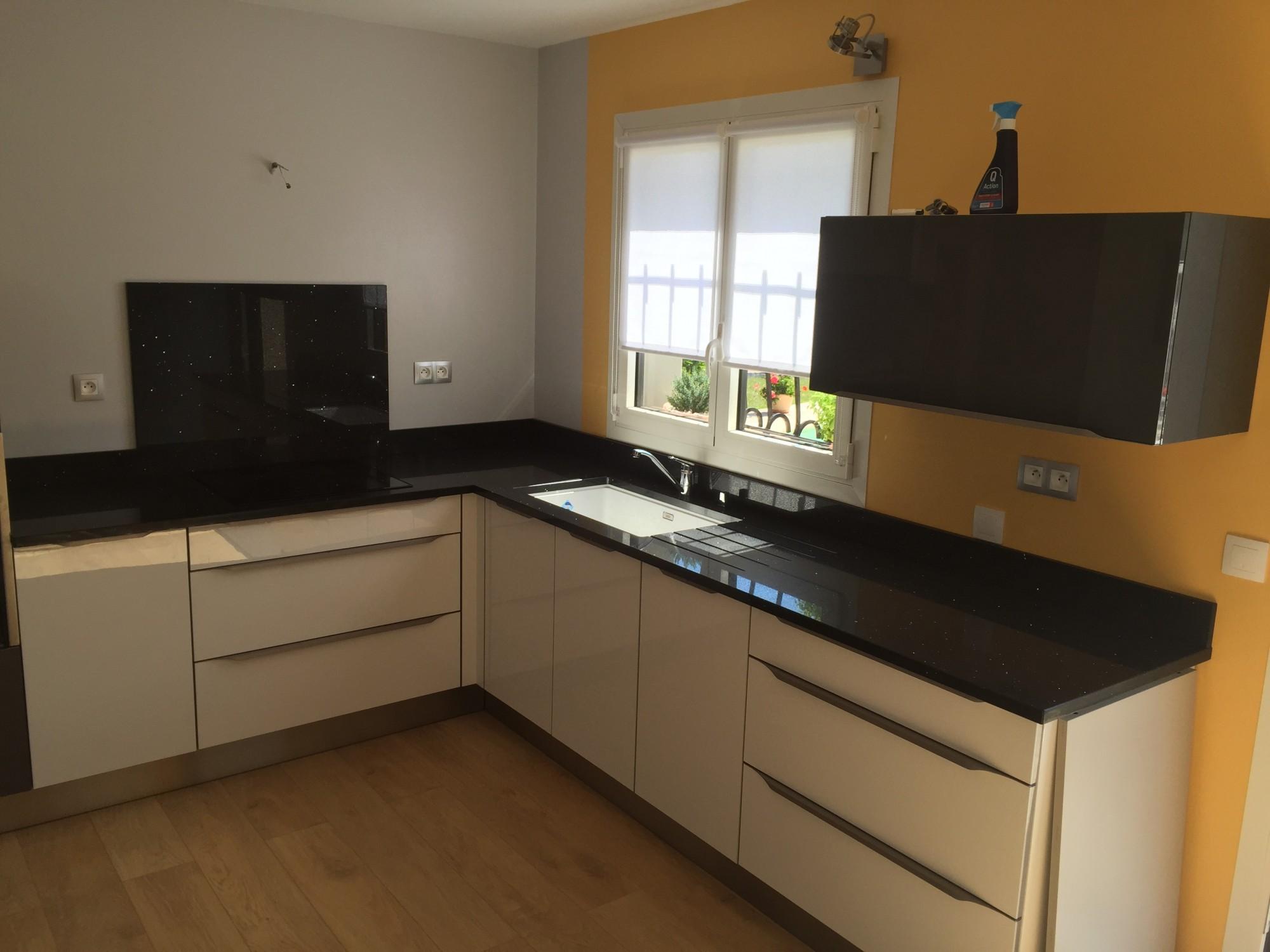 quartz negro stellar nos realisations bordeaux hm deco. Black Bedroom Furniture Sets. Home Design Ideas