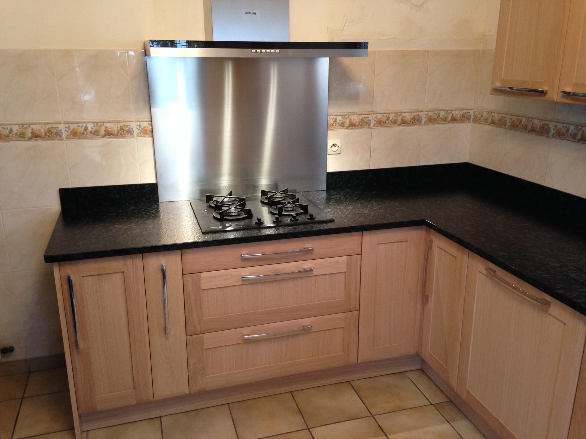 Granit steel Grey Caresse dans une cuisine à Bordeaux 33