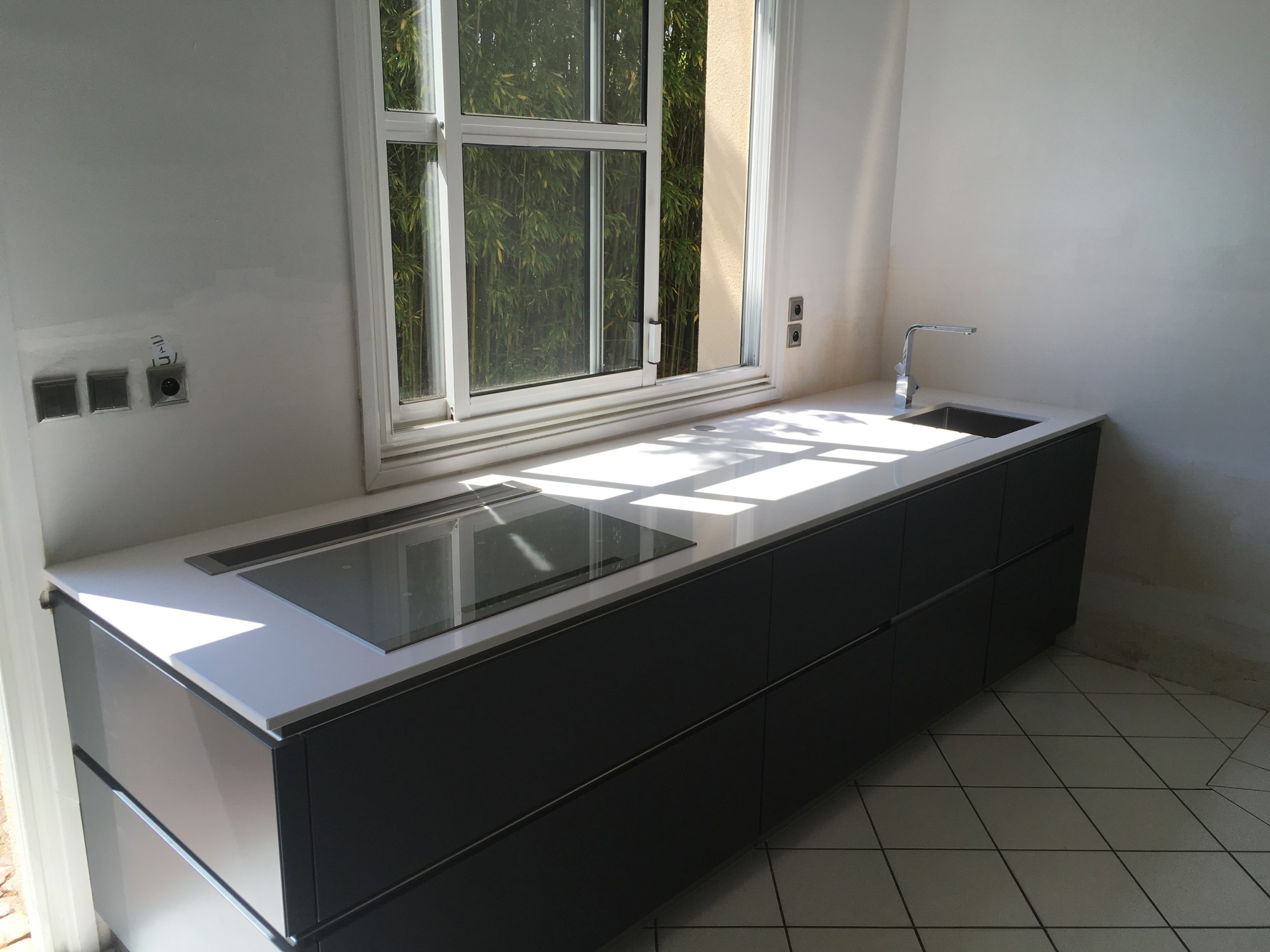 realisations de plans de travail par hm deco en quartz silestone blanco zeus autour de bordeaux. Black Bedroom Furniture Sets. Home Design Ideas