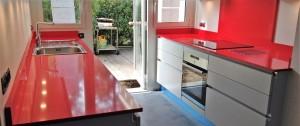 cuisine en quartz rouge bordeaux