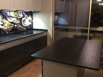 plan de travail zimbabwe noir bordeaux hm deco. Black Bedroom Furniture Sets. Home Design Ideas