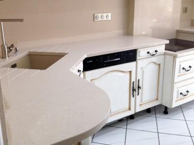 cuisine ou salle de bain en quartz blanco capri à salles