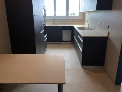 Exemples de plans de travail en quartz et granit 33 for Ikea bordeaux cuisine